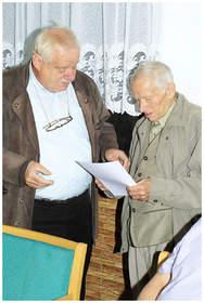 R. Karol überreicht unserem Ehrenmitglied Hasso Schmidt - die goldene Ehrennadel unseres Landesverbandes - Hasso Schmidt ist seit 65 Jahren Vereinsmitglied …