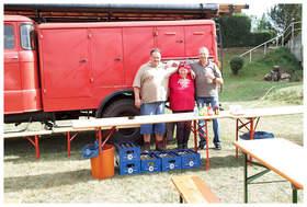 """… das """"Durstlöschfahrzeug"""" des Feuerwehrverein`s Breitungen und die Besatzung …"""